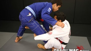 Cobrinha: a quick way to sweep from the sit up guard