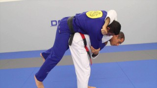 Jiu-Jitsu self-defense technique – Royler Gracie