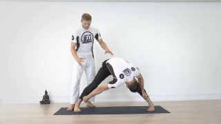 Straddle Variations for BJJ warmup and stretching – Sebastian Brosche