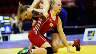 Female Wrestler Pees Herself After Blast Double Leg