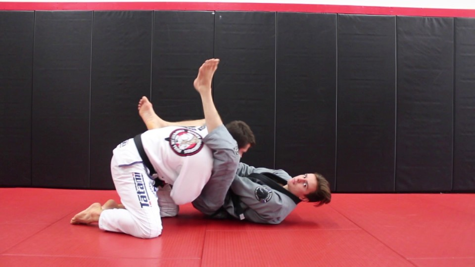 Frustrate Tight Compact BJJ Guard Passers with Knee Shield – Nick Albin
