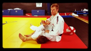A really Nice Way to Counter Armbar Defense – William Schrimsher