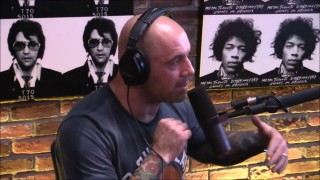 Joe Rogan Believes Mcgregor Would Beat Floyd Mayweather with MMA Gloves