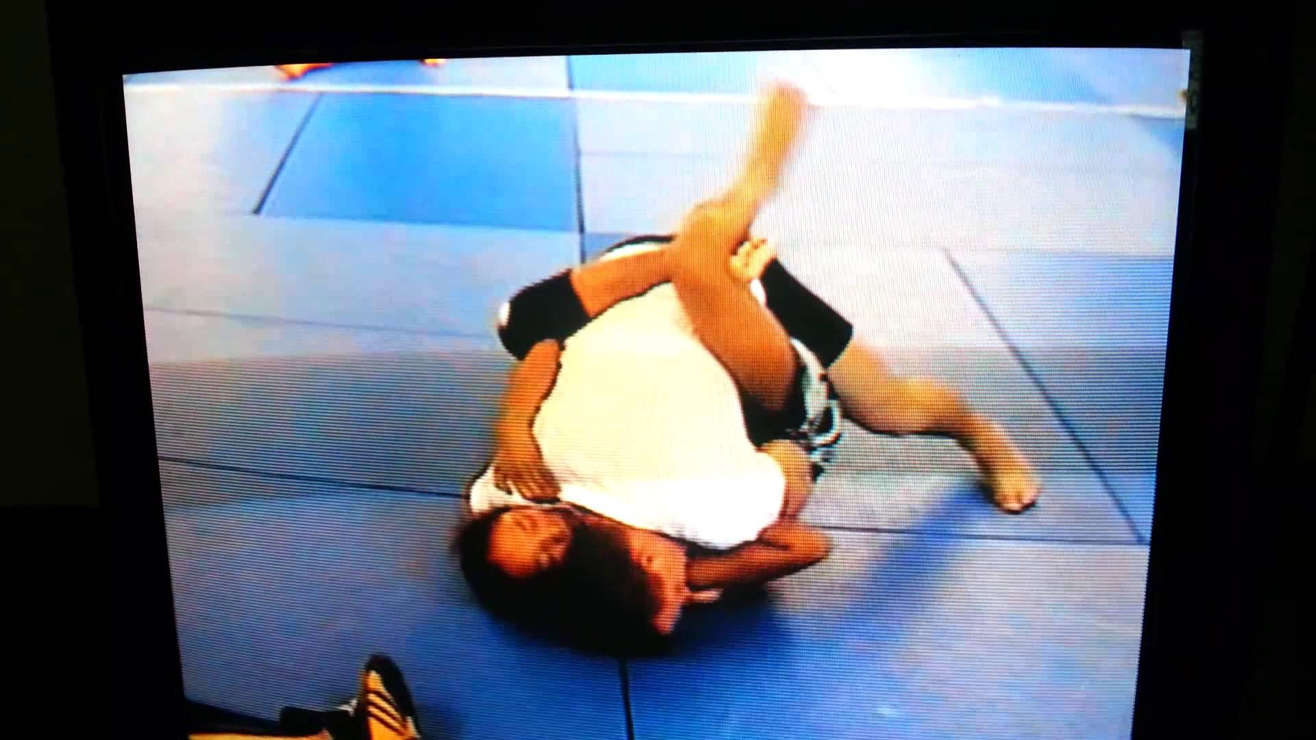 14yr Old Teen Girl Submits 25yr Old Man In Jiu-Jitsu Tournament
