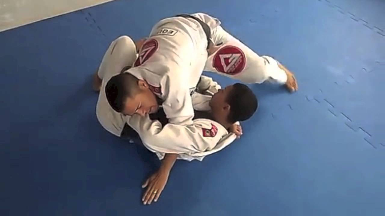 Choke from Knee on Belly