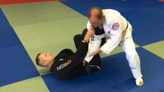De La Riva Belt Grab Pass – Rob Magao
