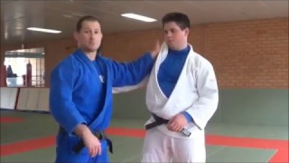 Grip fighting basics – Controlling the inside lapel correctly