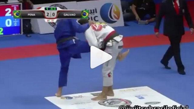 Single leg defense into inverted triangle – Galvao