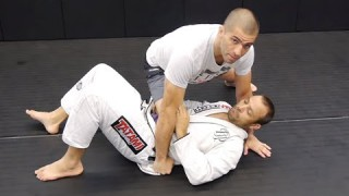 Basic transitions from Knee on Belly –  Gustavo Gasperin