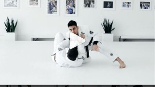 Half Guard Pass to Back/Kimura – Gui Mendes