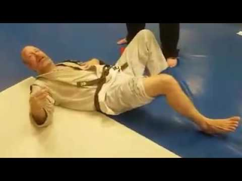 Brown Belt Resets His Knee After It Pops Out of place due to a torn meniscus
