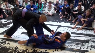 3 things you MUST know to keep your de la Riva guard