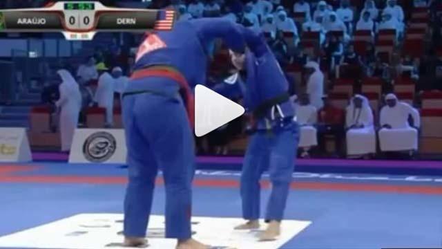 Tayane Porfirio  lasso sweeps Mackenzie Dern