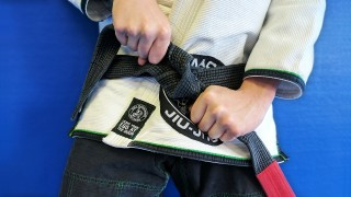 How to Tie a BJJ Belt