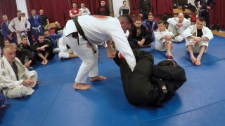 Posture & Passing The Spider Guard with Misdirection- Augusto Frota