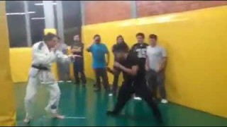 BJJ Black Belt Shows a 23 year-old The Effectiveness Of Jiu-Jitsu Techniques