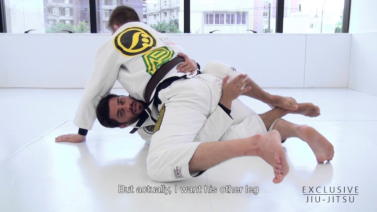How to Enter and Sweep in the Deep Half Guard – João Paulo Bertuccelli