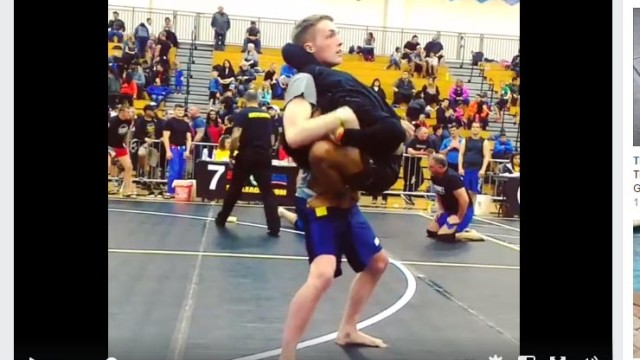 Smaller Guy Climbs On Opponent Like a Monkey, Secures Finish