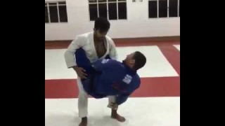 Sweep from the closed guard – Claudio Calasans