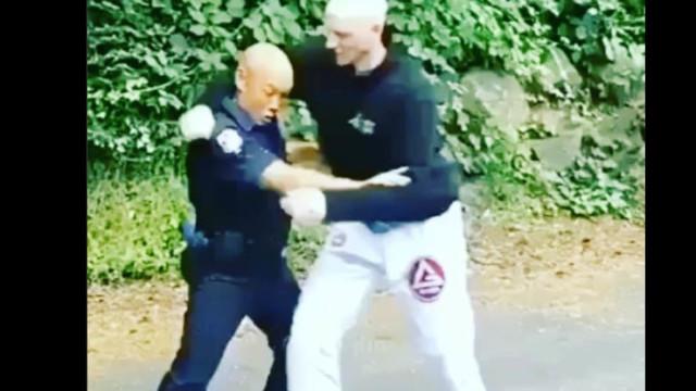 Cop Demonstrates Great Jiu-Jitsu In Restraining of Suspect