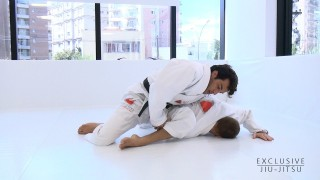 Omoplata from the Spider Guard – Gregor Gracie