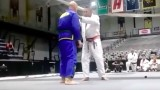 Rickson Gracie – Two handed front choke defense