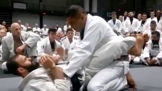 Rickson Gracie – Defending strikes from the guard