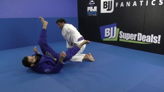 Omoplata Set Up –  Raphael Carneiro