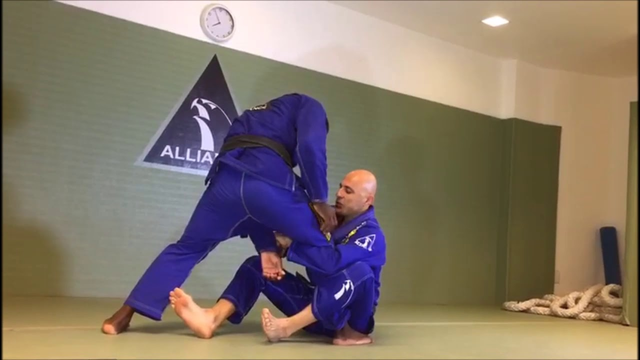 "Alexandre ""Gigi"" Paiva teaches Sweep from De la Riva"