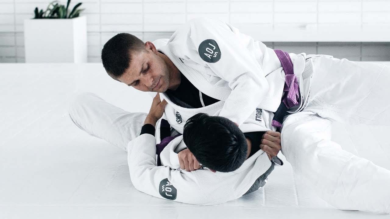 Breadcutter Choke from Side Control  – AoJ