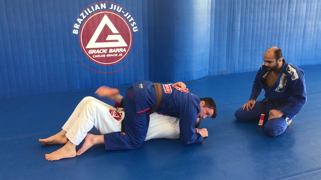 Chael Sonnen Shows His American Gangster Head & Arm Choke