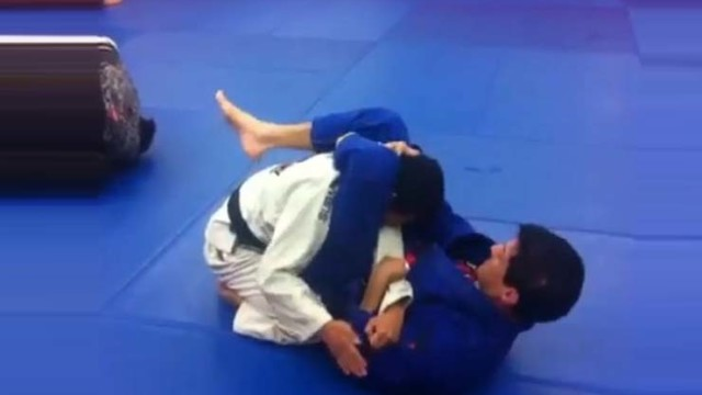 Spin your way to this triangle setup with Master Jean Jacques Machado