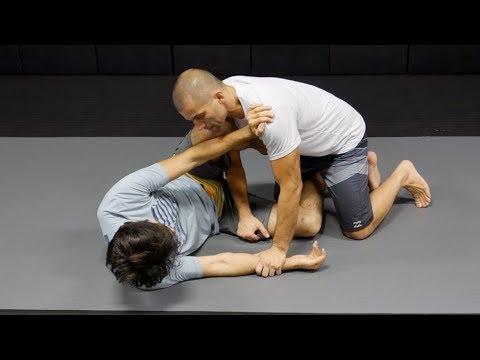 Knee Shield Half-Guard Pass -Gustavo Gasperin
