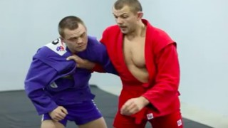 Sambo: Defending the hip throw. How to bend your opponent and strangle him