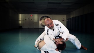 Setting Up Brabo Choke From Knee Cut Pass