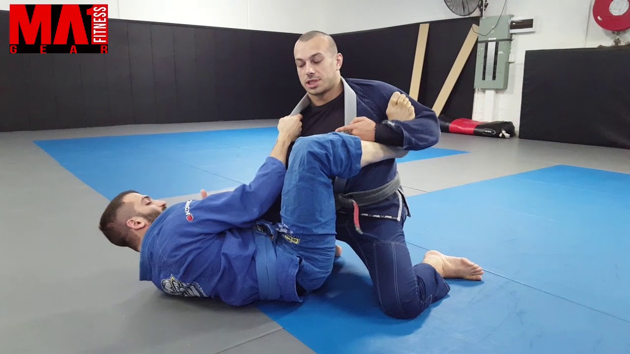 Fundamental postures when passing the guard