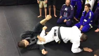 Sneaky knee slice pass to belly down footlock- Gile Huni