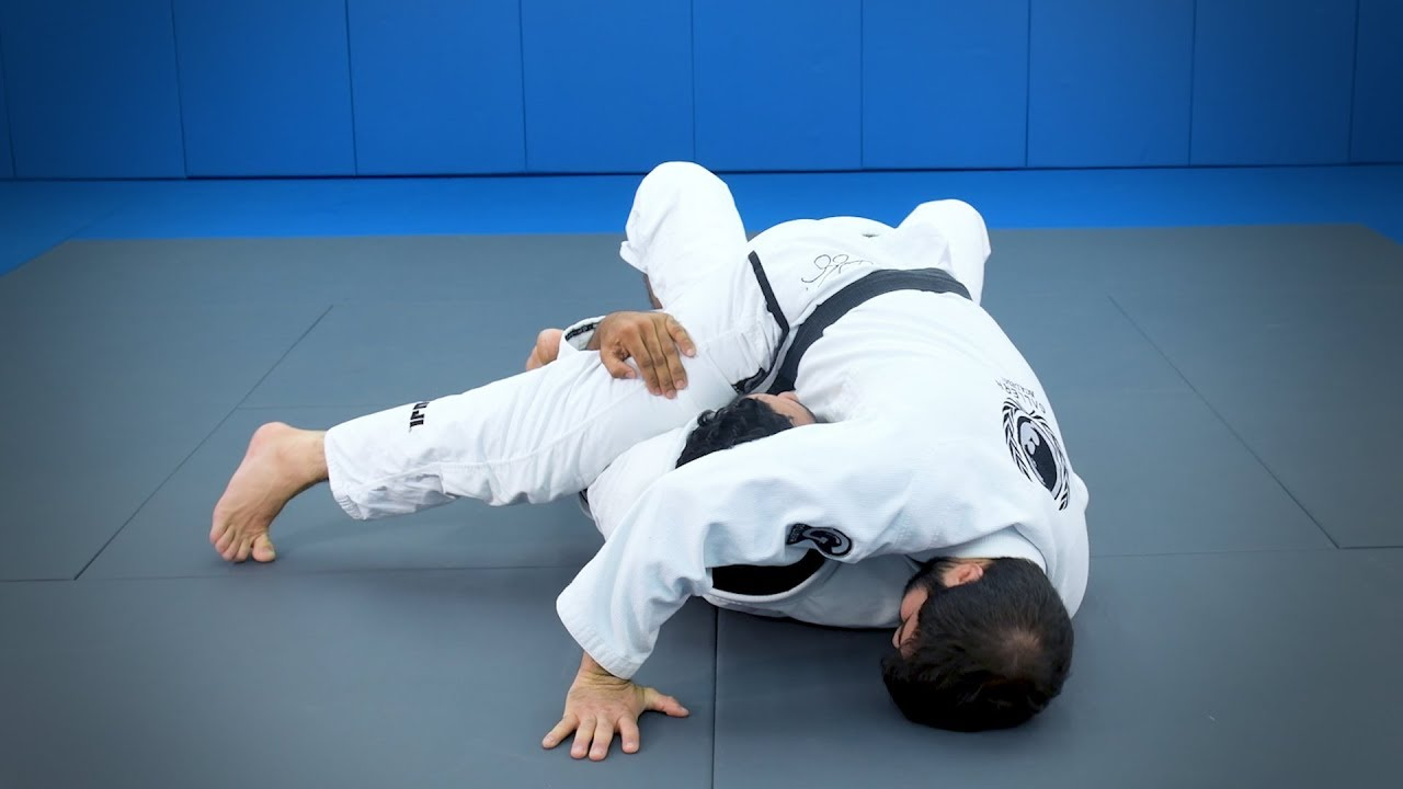 Attacks from the half-guard: A sweep with arm control