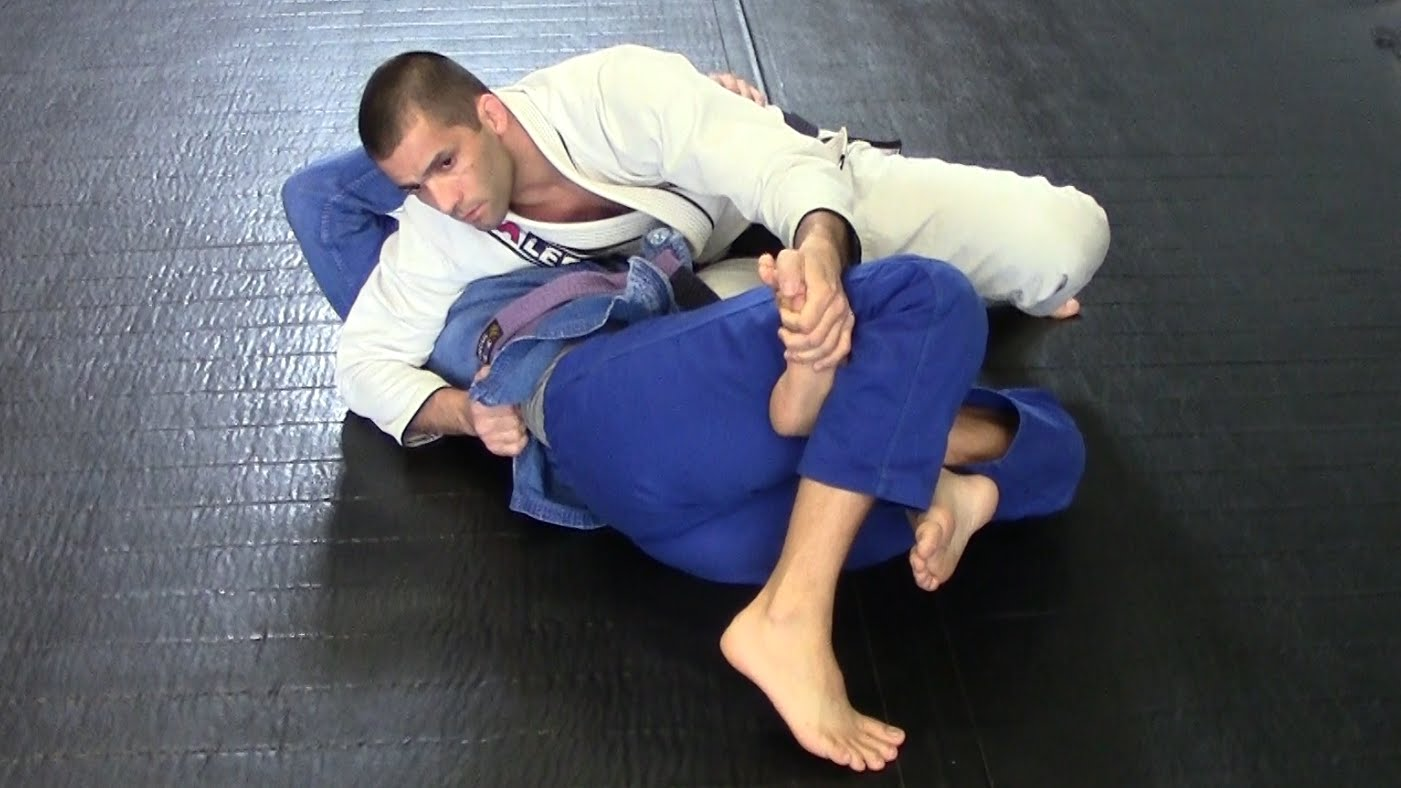 3 Options from Top Reverse Half-Guard