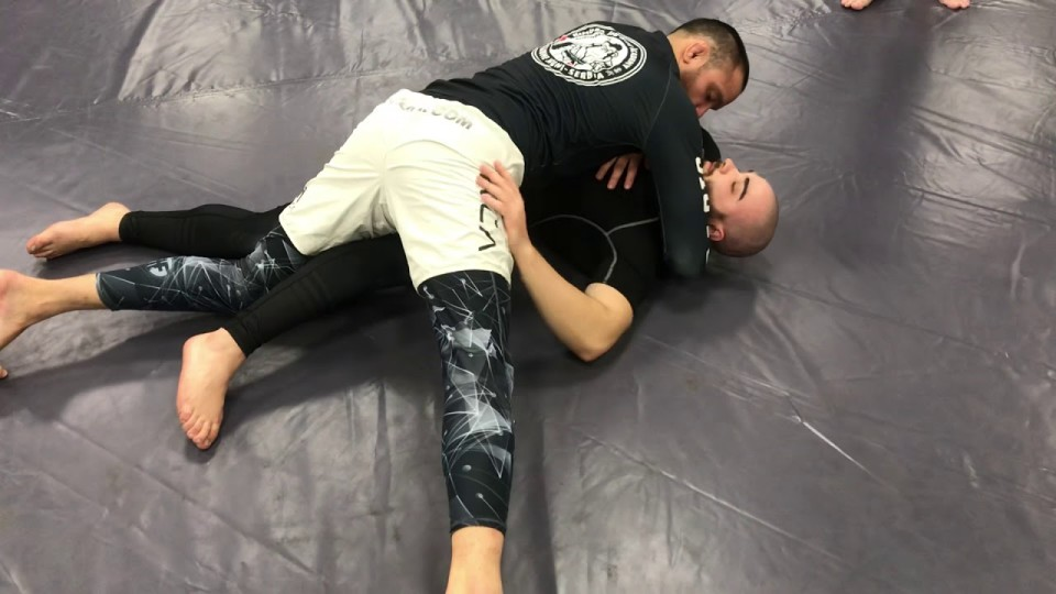 No Gi Folding Pass to mount to arm triangle