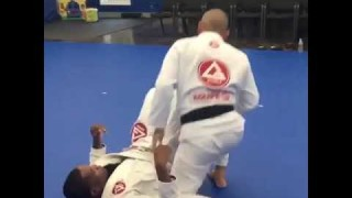 Knee sliced pass combined with double under and toreando variations – Felipe Cavalcante
